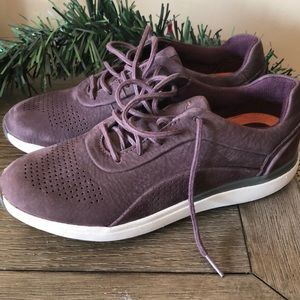 Clark's sneakers size 6 new in box